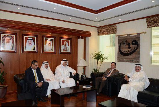وزير الصناعة أثناء استقبال حسن كمال ومستثمرين كويتيين