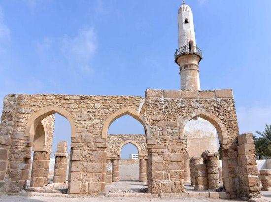 يمثل مسجد الخميس قيمة أثرية بالغة الأهمية، بالنظر لتاريخه الذي يعود لأكثر من ألف عام