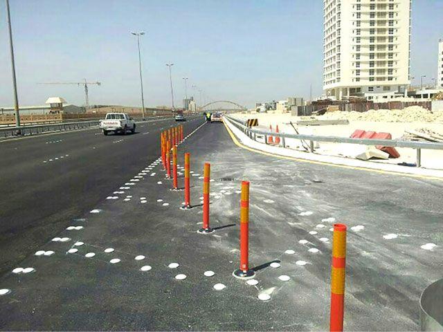 المنفذ بطريق 2427 وتوسعة مسار التسارع على جسر الشيخ خليفة بن سلمان بطول 180 متراً