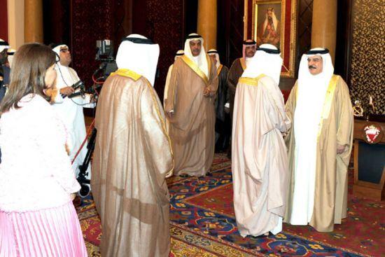 جلالة الملك مستقبلاً وفداً<br />من أهالي المحافظة الجنوبية