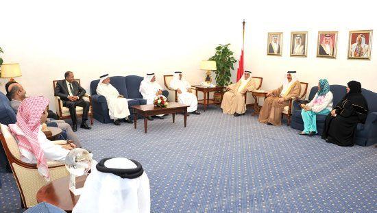 محمد بن مبارك مستقبلاً<br />اتحاد النقابات بحضور وزير<br />العمل