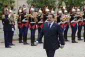 عاهل البلاد يجتمع مع الرئيس الفرنسي في باريس