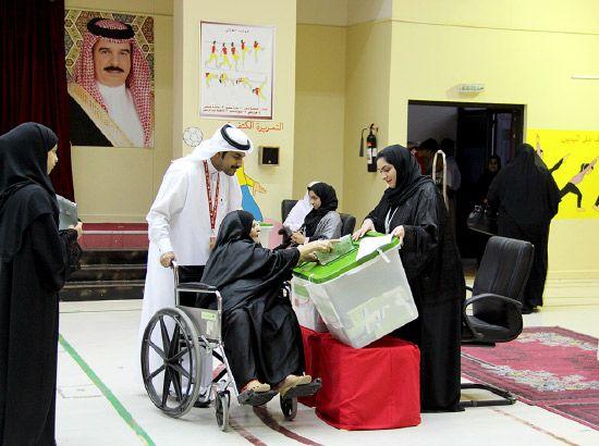 مسنة تحرص على المشاركة في الانتخابات - تصوير حبيب فتيل