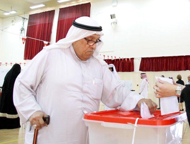مسن يدلي بصوته في «سابعة العاصمة»