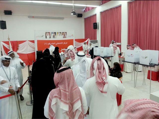 إقبال كثيف على المركز العام بجسر الملك فهد طوال اليوم الانتخابي