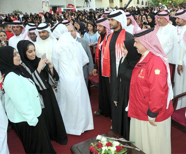 العاهل لدى حضوره حفل جامعة البحرين بمناسبة الانتخابات - بنا