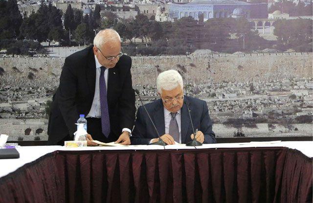 الرئيس الفلسطيني يوقع على معاهدات الانضمام إلى «الجنائية الدولية»  - REUTERS