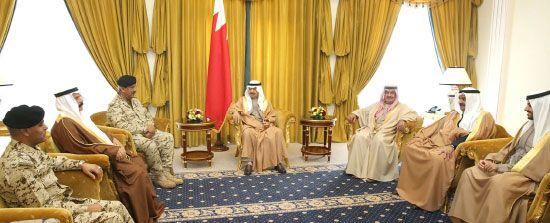 سمو رئيس الوزراء مستقبلاً<br />القائد العام لقوة دفاع<br />البحرين
