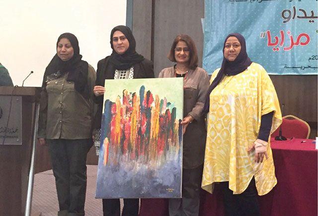 تكريم المشاركات في المؤتمر من قبل الاتحاد النسائي البحريني