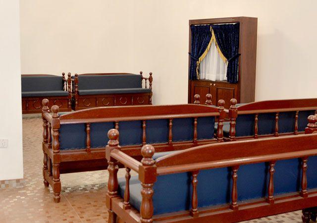 مكان وضع كتاب التوراة المقدس داخل الكنيس