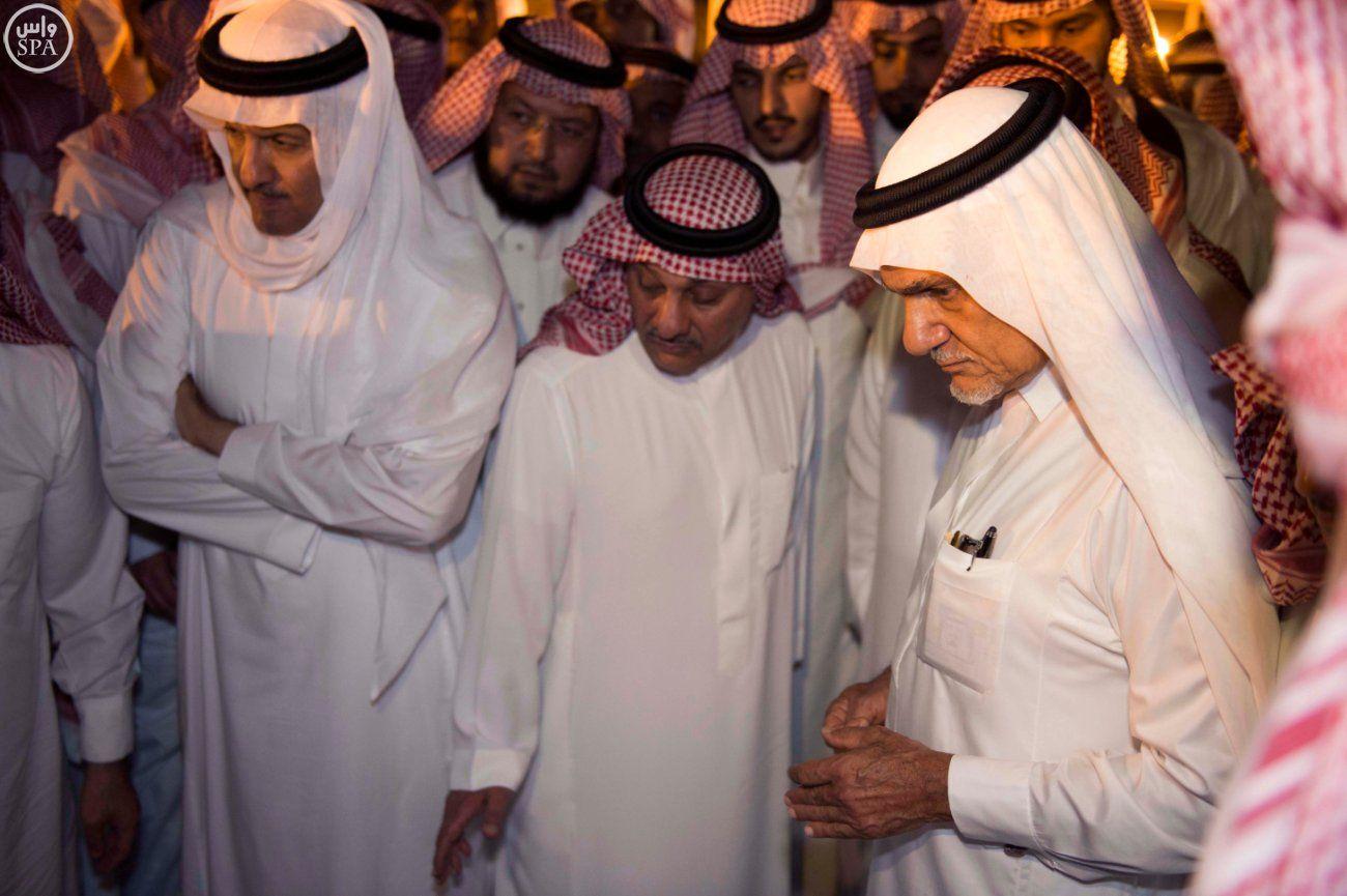 شاهد الصور الأمير سعود الفيصل ي وارى الثرى في مقبرة العدل دولية صحيفة الوسط البحرينية مملكة البحرين