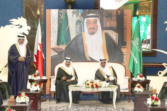 رئيس الوزراء مع السفير<br />السعودي لدى حضوره احتفال<br />المملكة العربية السعودية<br />الشقيقة باليوم الوطني