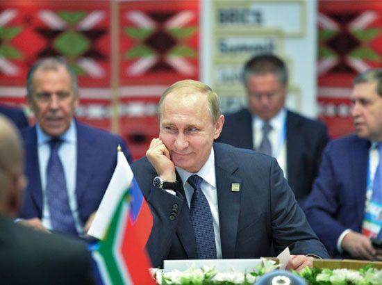 الرئيس الروسي فلاديمير بوتين خلال اللقاء مع زعماء البريكس في أوفا