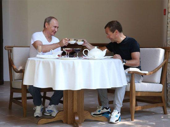 الرئيس الروسي فلاديمير بوتين ورئيس الوزراء دميتري ميدفيديف في سوتشي