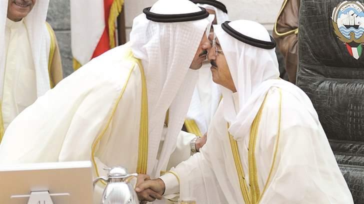 الغانم يحيي الأمير بعد انتهاء كلمته