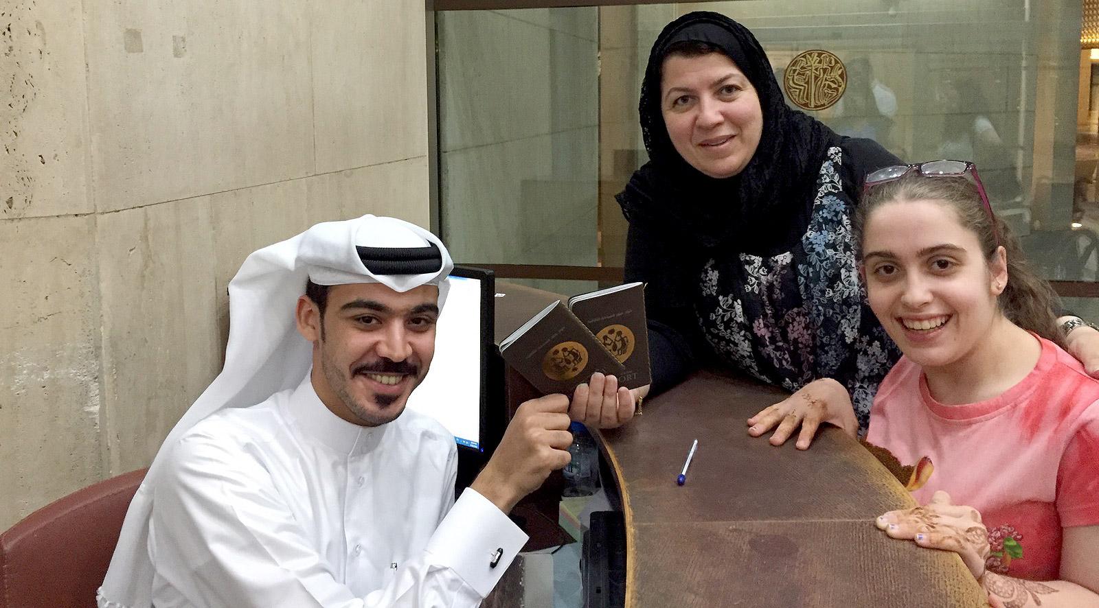 هالة سليمان اول بحرينية تتسلم جواز عبور السياحة الثقافية