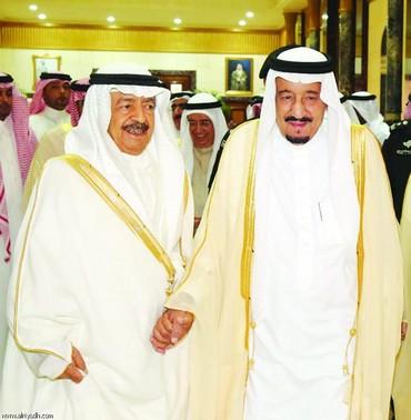 خادم الحرمين ورئيس وزراء<br />البحرين في لقاء سابق