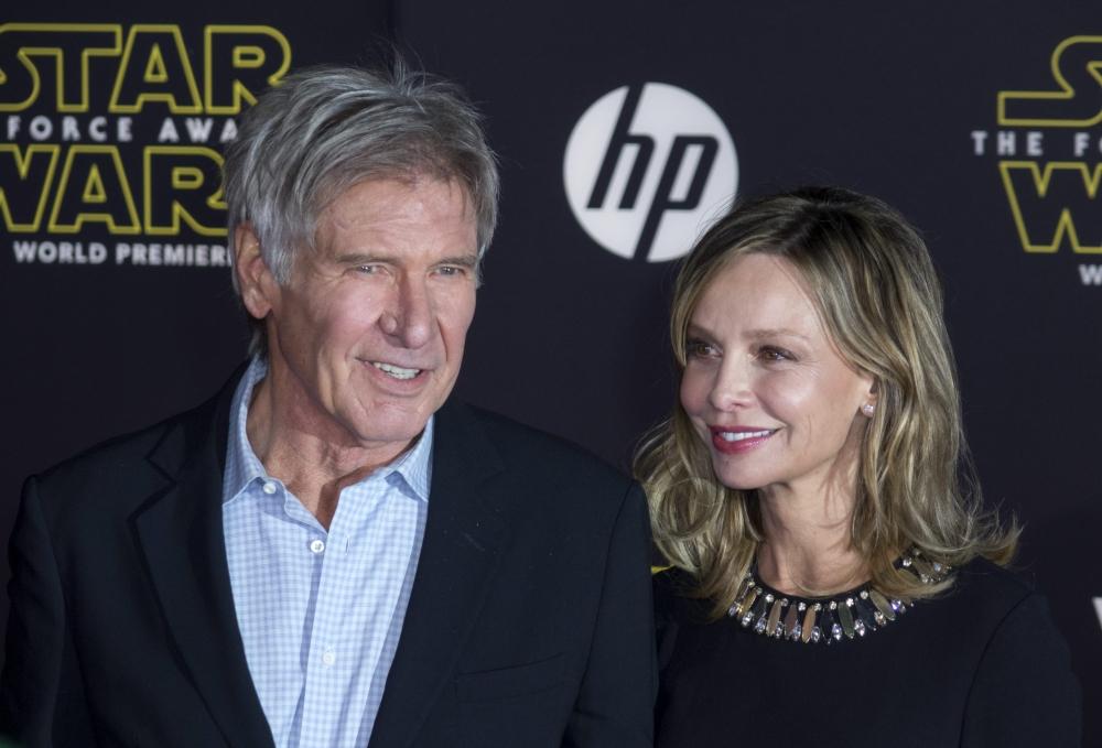 الممثل الاميركي هاريسون فورد برفقة زوجته