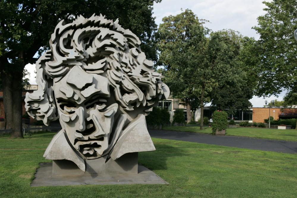 مجسم لوجه بيتهوفن في احدى شوارع بون (  صور شبكات التواصل)