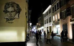 صورة بيتهوفن على احد الجدران في وسط بون
