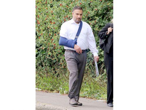 عبدالرؤوف الشايب في طريقه<br />إلى المحكمة