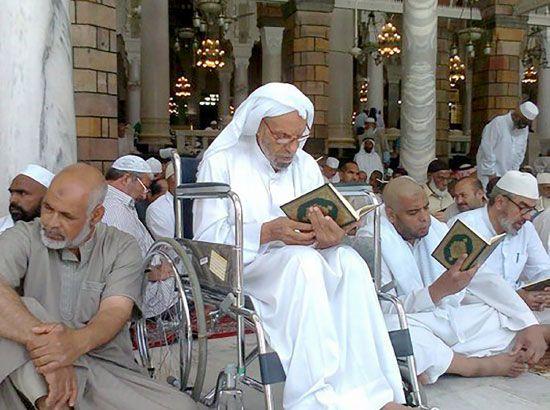 الحاج ميرزا التحو في بيت الله الحرام