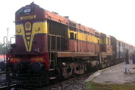 قطار في الهند  (صورة أرشيفية)
