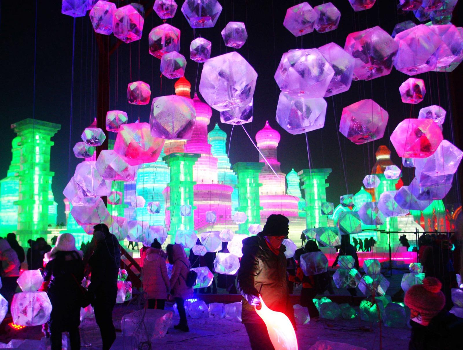 استعدادات مهرجان الجليد بالصين