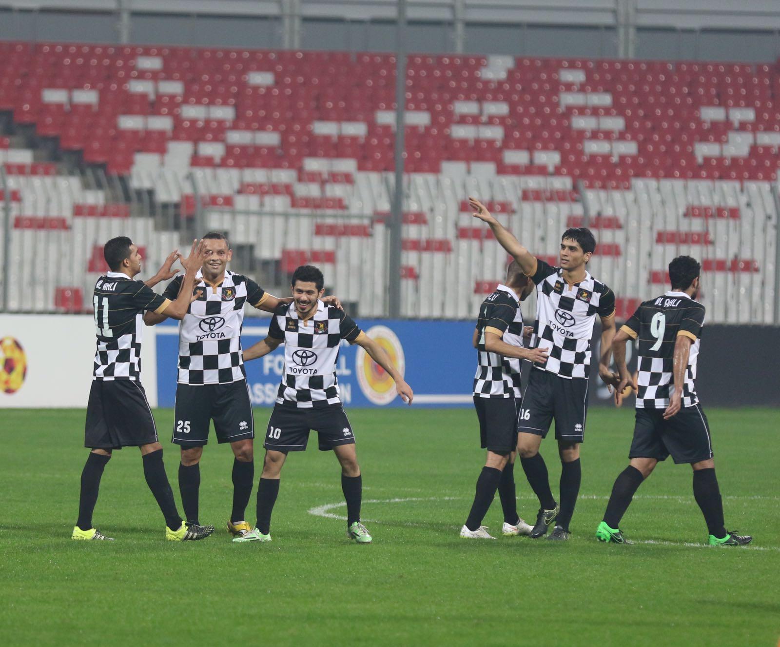 فرحة لاعبي الاهلي بالفوز والصعود لددور الثمانية في كأس الملك (تصوير - عيسى إبراهيم)