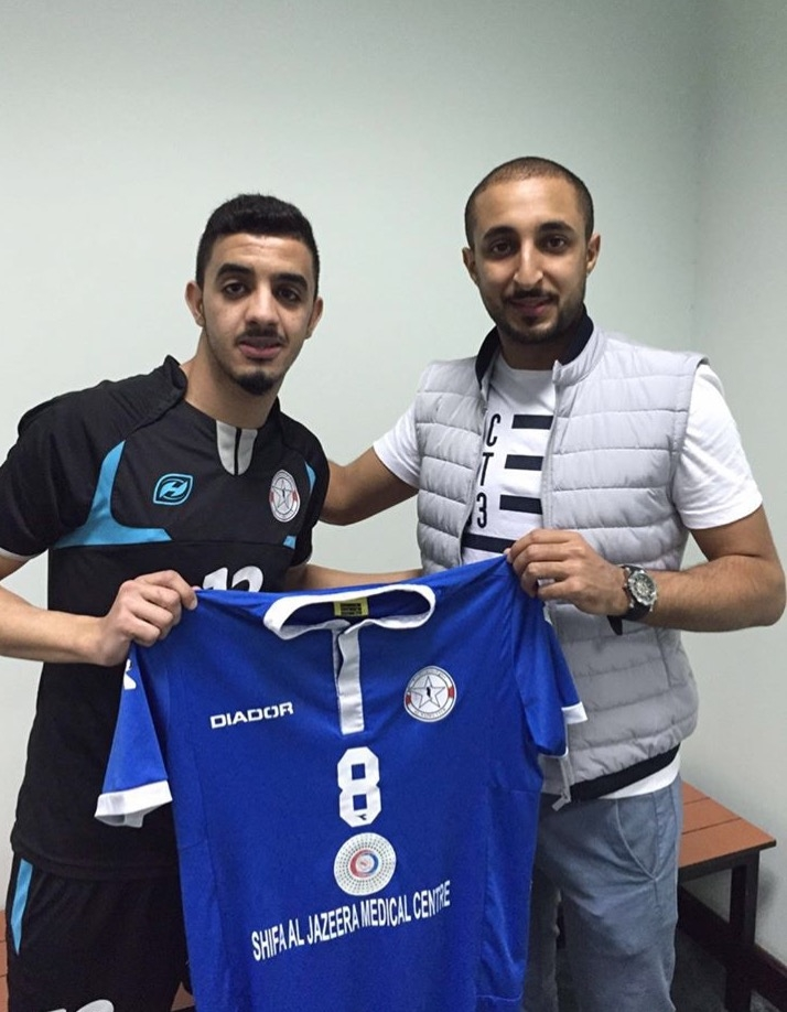 العنزي يرفع قميص النجمة مع الإداري حمد سلمان