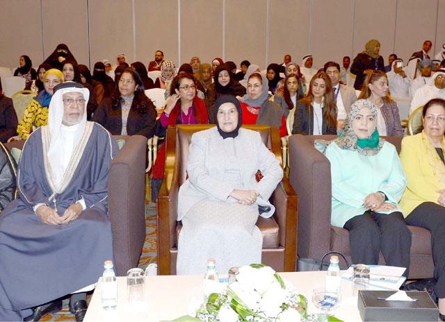 الشيخة مريم بنت حسن آل خليفة لدى حضورها حفل افتتاح ملتقى الصداقة الخليجي الثاني للمكفوفين أمس