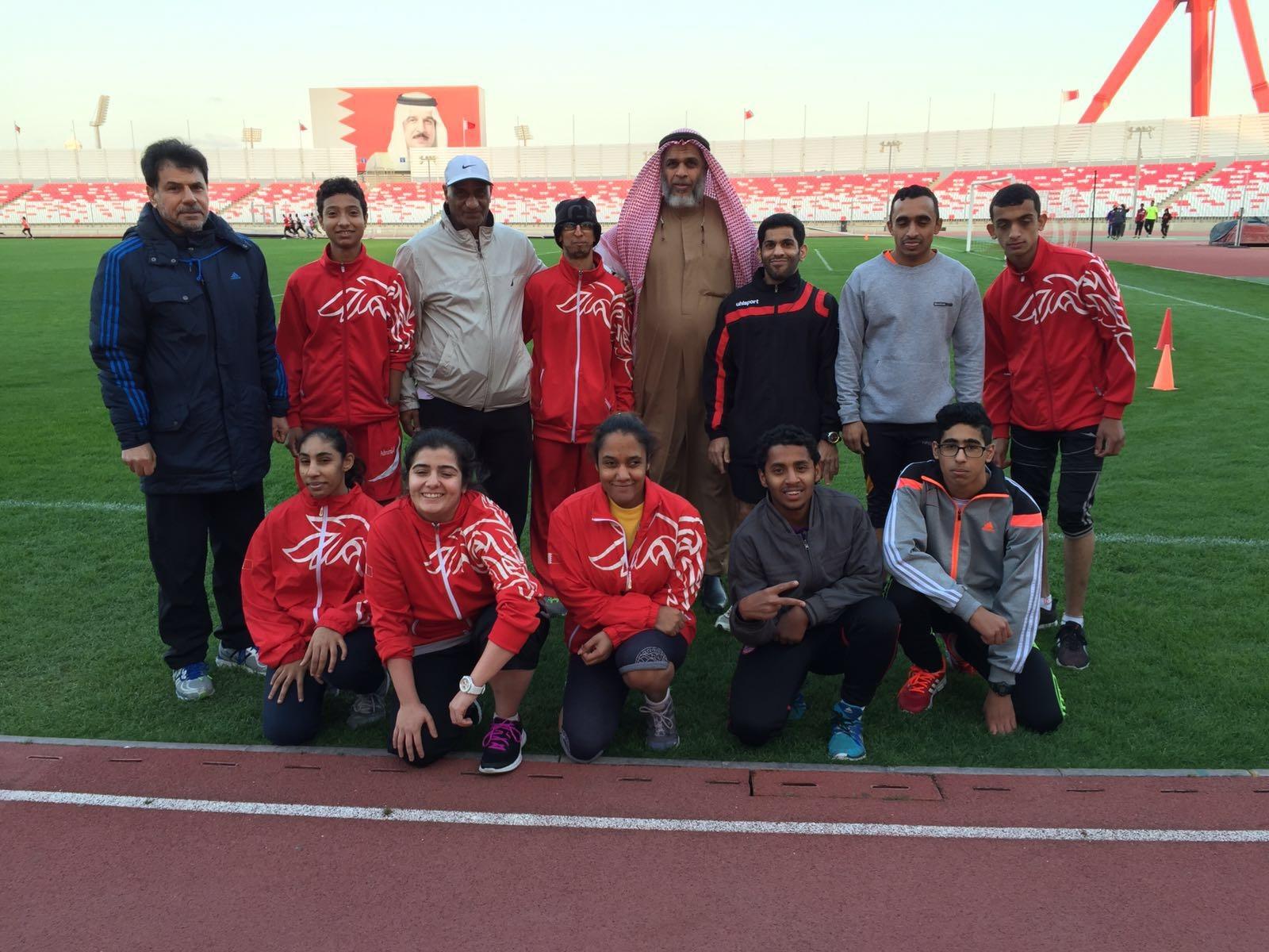 اللاعبين واللاعبات المشاركين في فعالية قياس الجري