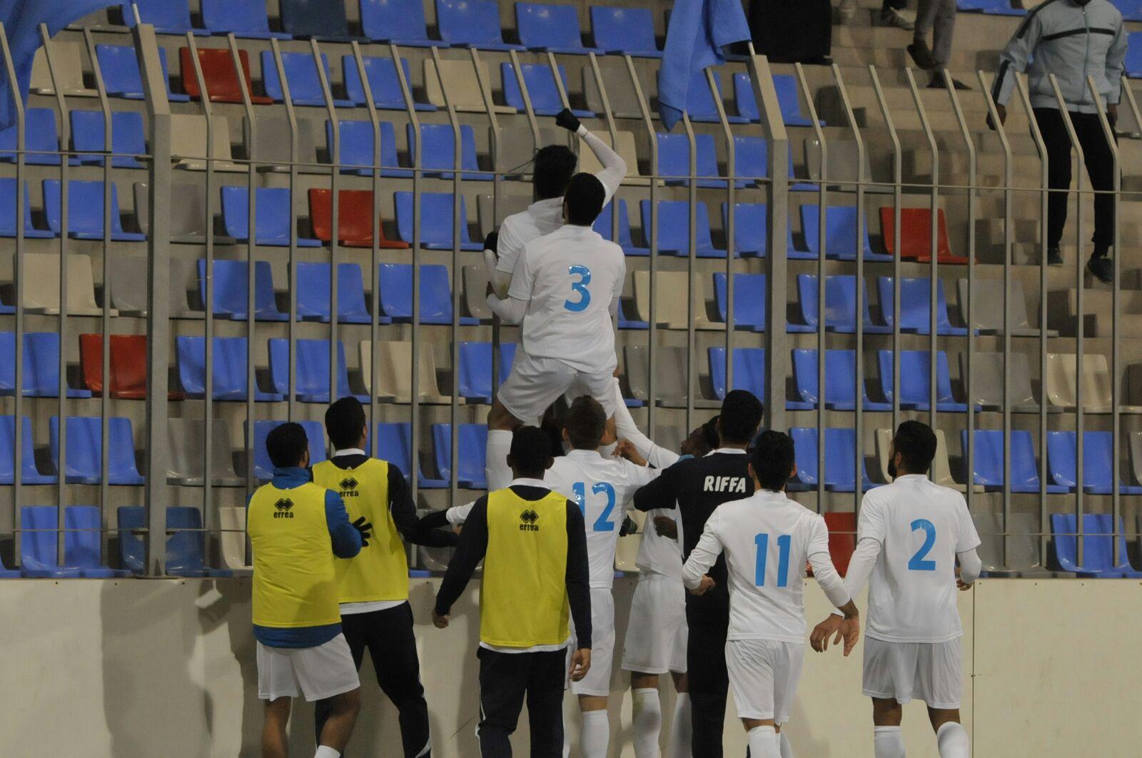 فرحة الرفاعيين بالهدف الأول من محمد الطيب (تصوير - محمد المخرق)