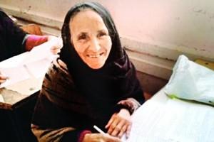 سبعينية مصرية تخوض امتحانات