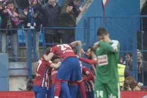أتلتيكو مدريد يلحق ببرشلونة المتصدر