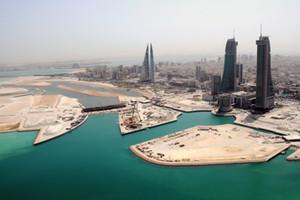 الطقس في البحرين غائم جزئياً مع تصاعد الأتربة في بعض المناطق في وقت لاحق