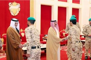 العاهل يمنح الأوسمة التقديرية لعدد من المشاركين في قوات التحالف العربي