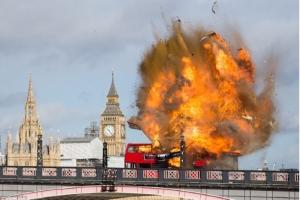 مشهد تفجير حافلة ضمن فيلم يثير الذعر وسط لندن