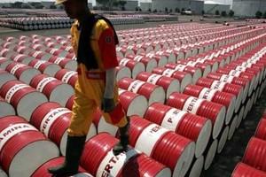 أسعار النفط تقفز متجاهلة هبوط الأسهم والمخاوف من تخمة المعروض