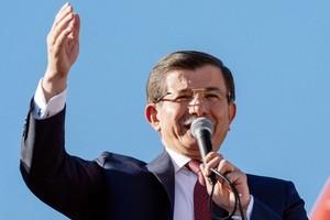 رئيس وزراء تركيا: احتمال وصول 70 ألف لاجئ إلى الحدود التركية مع سورية... ولن نغلق الحدود