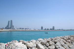 طقس البحرين  بارد نسبياً والرياح شمالية غربية