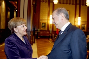 صحيفة تركية لميركل: الصحافيون في السجن ألا تعلمين؟