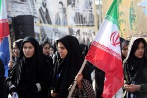 أكثر من 500 سيدة يتنافسن في الانتخابات البرلمانية بإيران