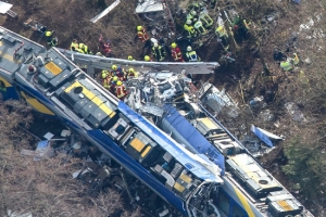 تسعة قتلى على الأقل و81 جريحاً في تصادم قطارين في ألمانيا
