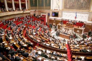 مشروع تعديل الدستور الفرنسي يجتاز عقبة أولى
