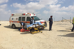 شاهد الصور... إصابة بليغة لشاب بتدهور دراجته النارية من على جسر دوار 18