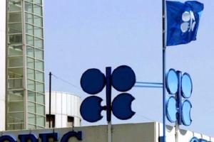 مصادر: فنزويلا تقترح على منتجي النفط «تجميد» الإنتاج عند مستواه الحالي... والسعودية ترحب لكنها لن تشارك إلا إذا انضمت إيران