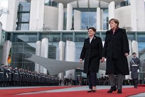ميركل: ألمانيا وبولندا تريدان بقاء بريطانيا في الاتحاد الأوروبي