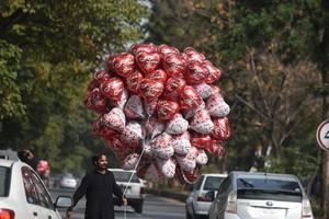 شاهد الصور... استعدادات عالمية للاحتفال بليلة