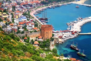 تركيا تُغازل العرب لإنقاذ السياحة في أنطاليا بعد مقاطعة الروس